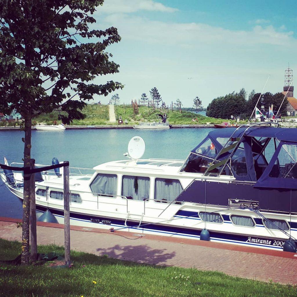 harderwijk bezienswaardigheden haven boot